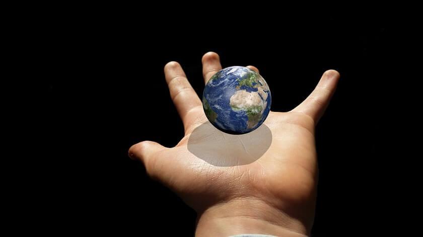 手のひらの上に地球