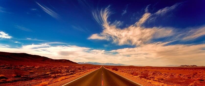 空と一本道
